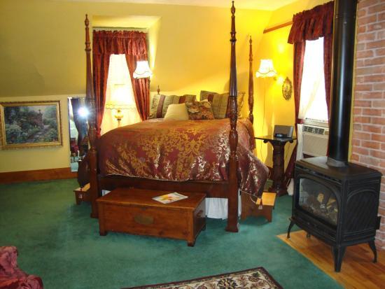 1892 Victoria's Keep: Luxurious bedding