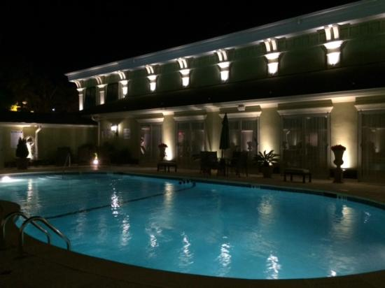 Town & Country Inn and Suites: Outdoor Pool