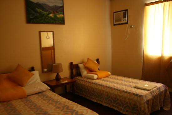 Lolo Oyong El Nido Pension House: bedroom