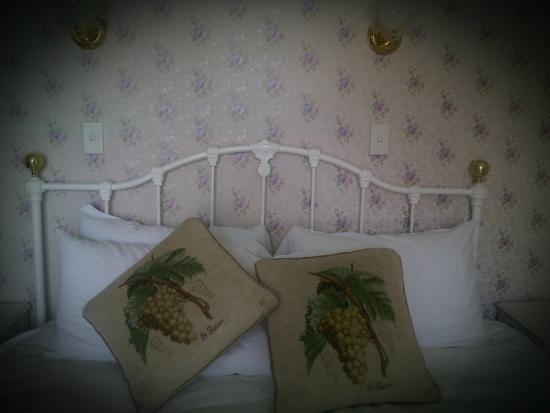 Mon Logis Bed and Breakfast: King sized luxury with French flavour!