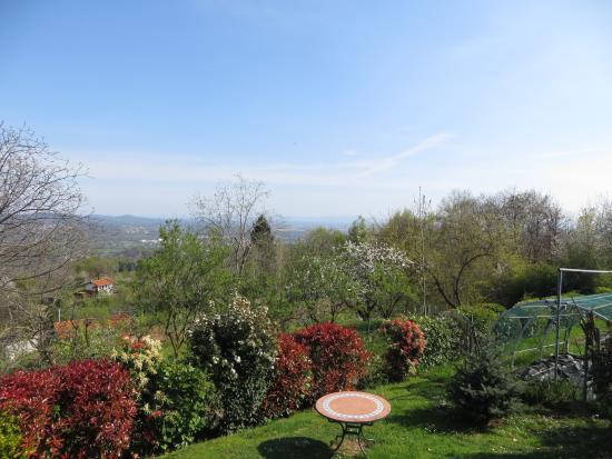 Castelnuovo Nigra, Italien: Panorama dal giardino