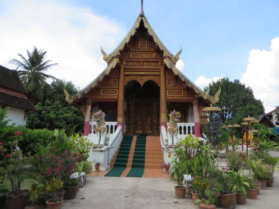 Wat Puak Hong Temple