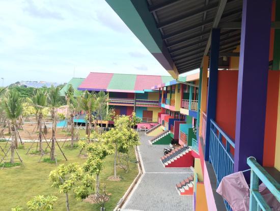 Xanadu Beach Resort Koh Larn: Neighbors