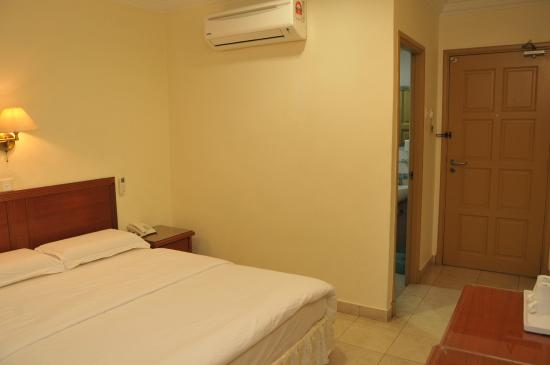 Harbour View Hotel: our room. clean n comfortable.