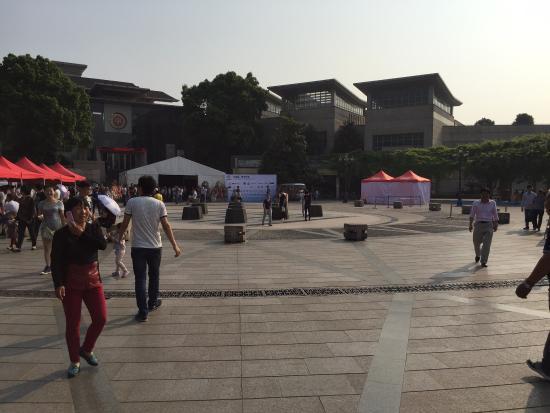 Wushan Square: 呉山広場