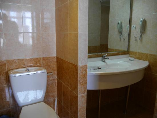 Hotel Uzbekistan: Bathroom of superior room