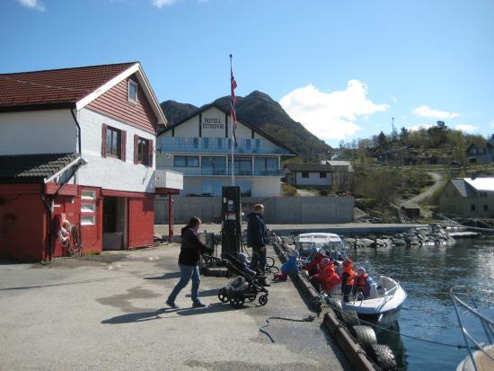 Gulen Municipality, Norwegia: Tankstation