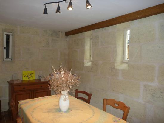 Cabadentra Saint Emilion : Espace intérieur petits déjeuners
