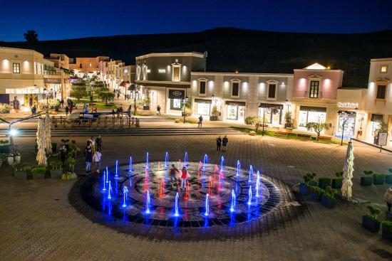La nostra fontana - Bild von Sicilia Outlet Village, Agira - TripAdvisor