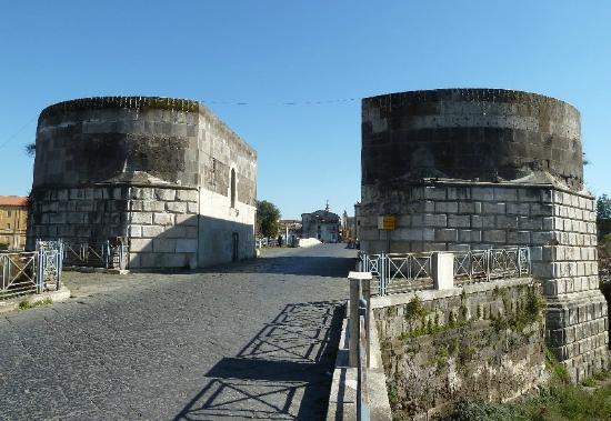 Porta di Capua o Torri di Federico II