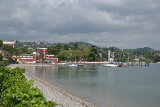 Le Corti del Lago : petit port de Padenghe Sul Garda (2 restos)