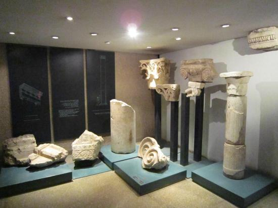 Herodian Quarter/Wohl Archaeological Museum : Modern clear displays