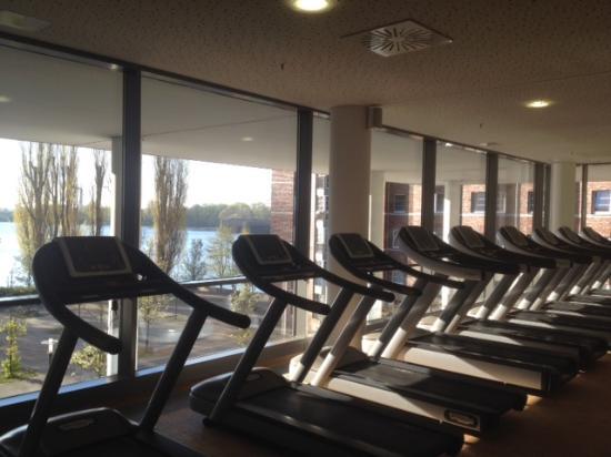 centrovital Hotel Berlin: Fitness Bereich (Aussicht auf See)