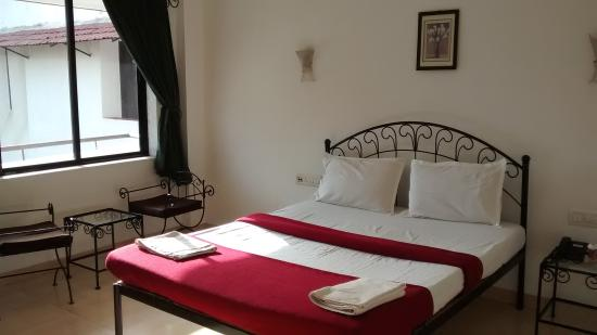 Girivihar Holiday Club: room I stayed - deluxe ac