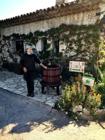 Le Petit Vigneau Winery : Louie!