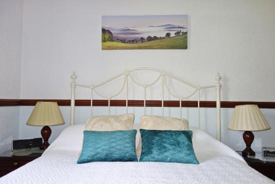 Stonecroft Country Guest House: Kinder Suite Bed