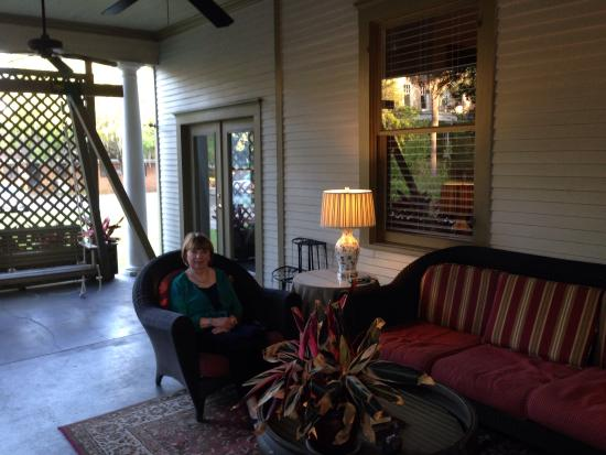 The Galloway House Inn : Enjoying the southern style porch