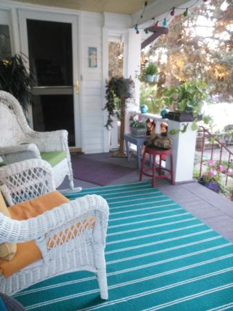 Maid Marian's Bed & Breakfast: Front porch where we had breakfast