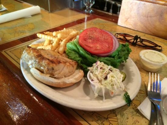 Briny Irish Pub: Briny's Mahi Sandwich