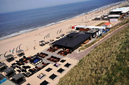 Appartementenhotel Bloemendaal aan Zee: view on the beach