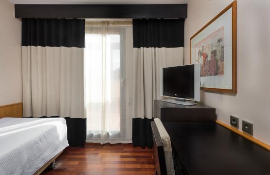 NH Ciudad de Valencia: Room