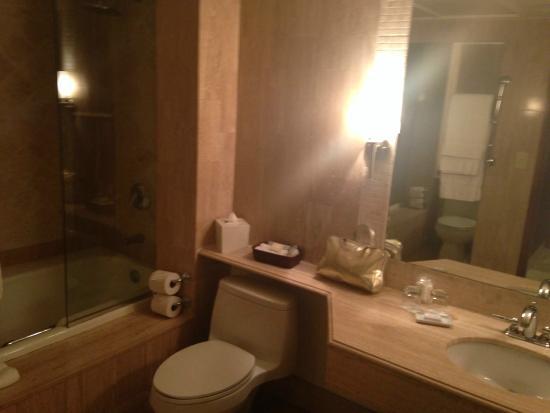 Mayfair Hotel & Spa: Badkamer van ensuite
