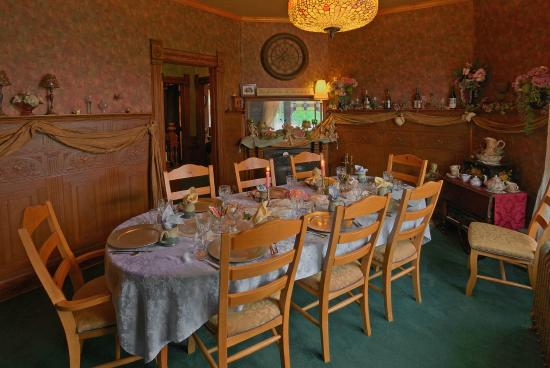 Historic Scanlan House Bed and Breakfast Inn: Formal Dining Room