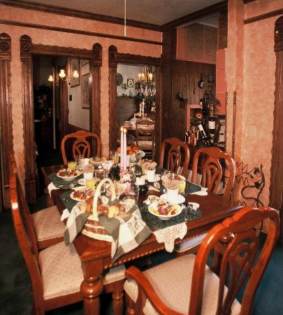 Historic Scanlan House Bed and Breakfast Inn: Small Formal Dining Room