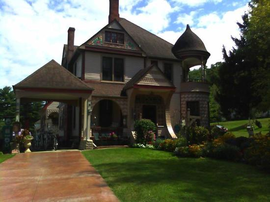 Historic Scanlan House Bed and Breakfast Inn: Summer Day