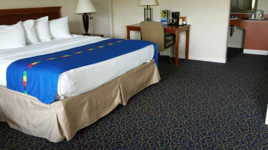 Park Inn by Radisson Harrisburg West : Jacuzzi suite