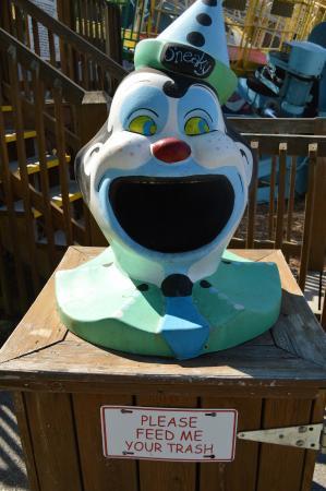 Lake Winnie Amusement Park: Even the trash cans are cute