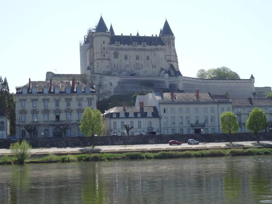 Le Patio Saumur : Le Patio (small building in centre) from the Loire