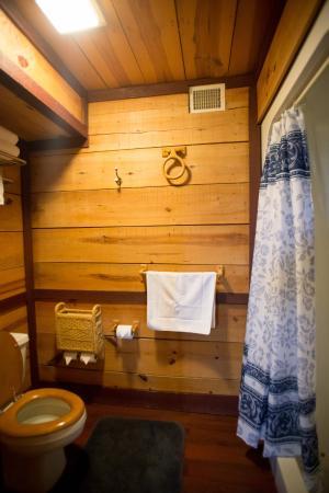 Antietam Overlook Farm: Bathroom