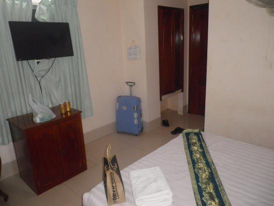 Siem Reap Riverside: Our room.