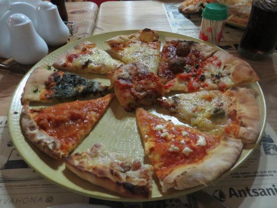 Au Stade - Pzzeria et Restaurant : Assortiment de pizzas