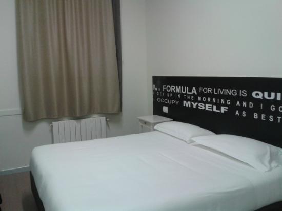 Camera ordinata e pulita foto di hotel ornato gruppo for Hotel ornato milano