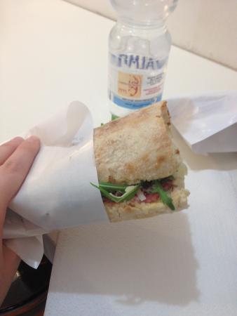 Master Sandwich: Salsiccia di Bra cruda,rucola e grana