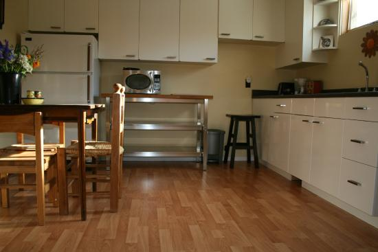 Elkview Accommodation: Kitchen area. Suite 1.