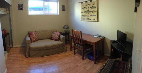 Elkview Accommodation: Living room/ Sitting area. Suite 2.