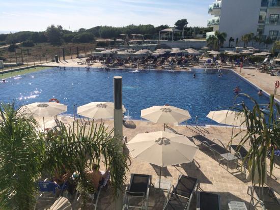 Hipotels Gran Conil : Vista de la piscina desde la habitación.
