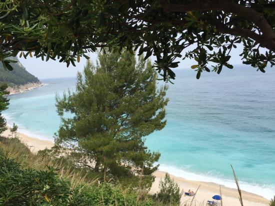 vista da ristorante da silvio  foto di spiaggia dei sassi neri, Disegni interni