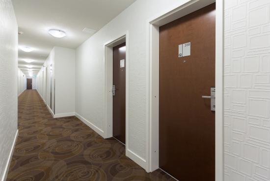 Kelowna Inn & Suites: Premium guest room corridor