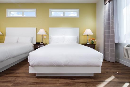Kelowna Inn & Suites: Premium 2 queen guest room