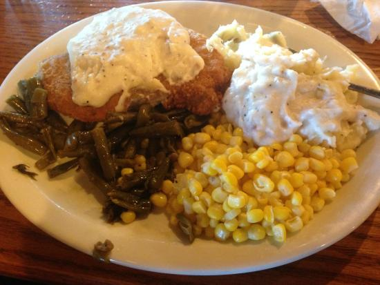 Cracker Barrel: Fried chicken with gravy