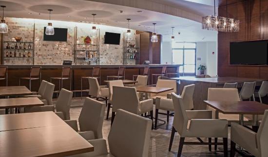 Newport News, VA: Dining