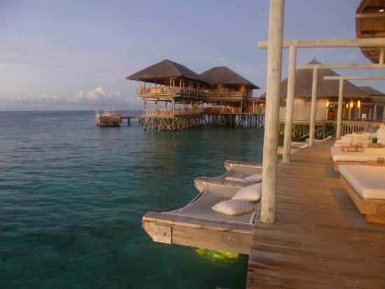 Olhuveli Island : Chill Bar overlooking Longitude Restaurant