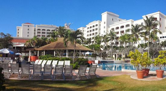 Golden Sands Villas: Pool area