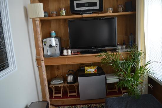 Antonius Bed and Breakfast: TV & Snack Area