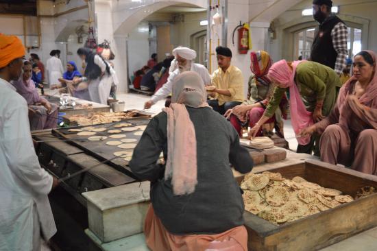 Gurudwara Bangla Sahib: Cooking In The Kitchen   Naan Anyone?
