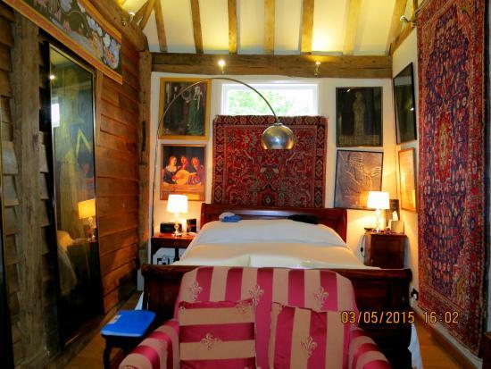 Godwin House: Oast house bedroom